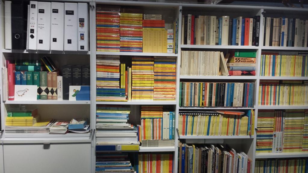 Boekenkast in Dick Bruna's atelier, nagebouwd in het Centraal Museum.
