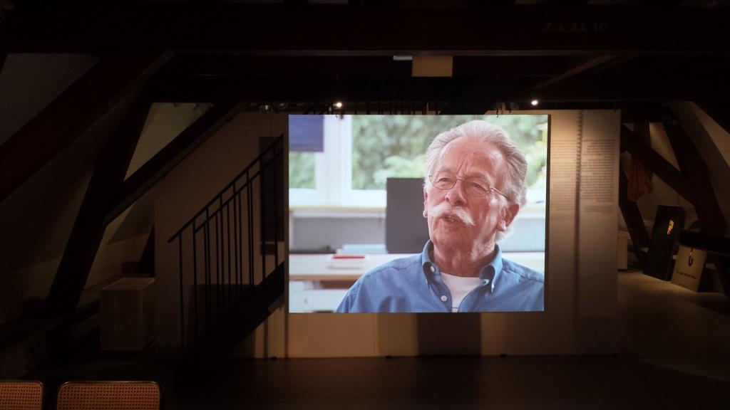 Dick Bruna op beeld in zijn in het Centraal Museum nagebouwde atelier. Foto: Evert-Jan Pol.